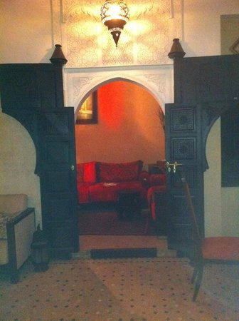 Riad Nesma : Looking through to the lounge area