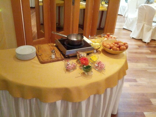 Hotel Classic : 'Egg bar' during breakfast