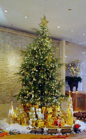 Shangri-La Hotel,Xian: Shangri-La Lobby in December