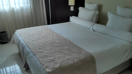 Royal Jardins Hotel: cama