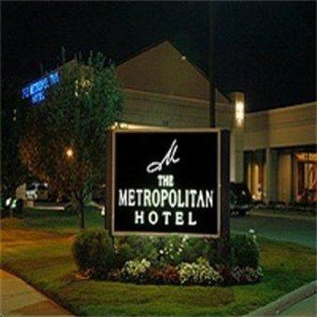 The Metropolitan: Exterior View