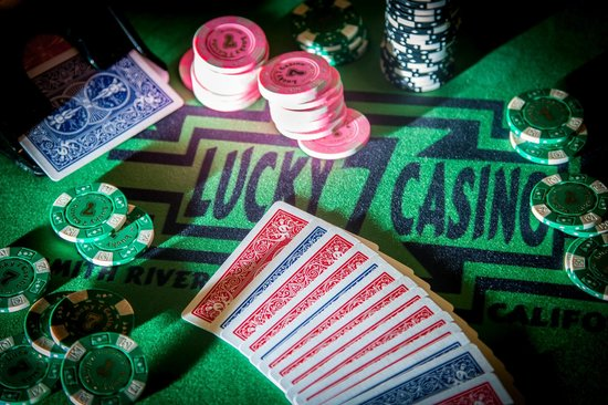Howonquet Lodge at Lucky 7 Casino: Lucky & Casino Table