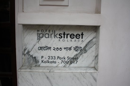 Hotel 233 Park Street: Entrance from Park Street