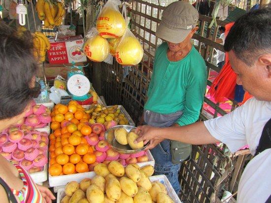 Busuanga Island Paradise: fruit market near harbour