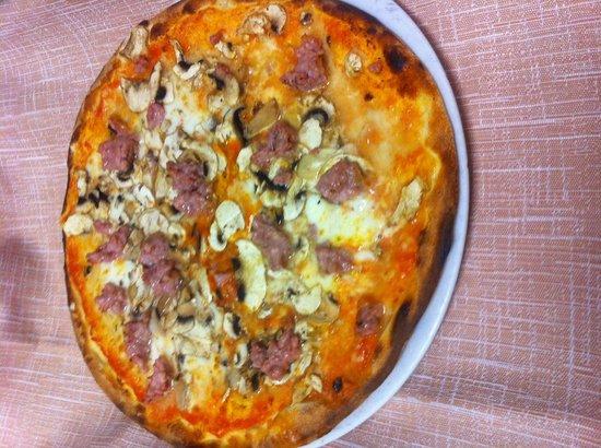 Pizzeria Ristorante Personaggio: Pizza paesana