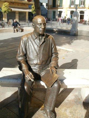 Malaga feria : Picasso staty utanför hans barndomhem