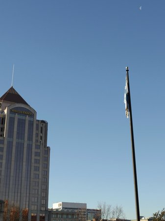 The Hotel Roanoke & Conference Center, Curio Collection by Hilton: Wells Fargo and flag