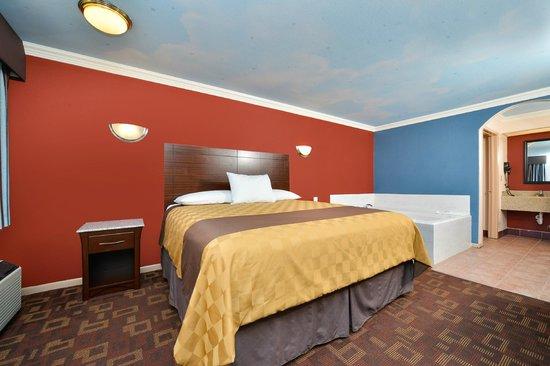 Americas Best Value Inn-Houston I-45/Loop 610: King Bed