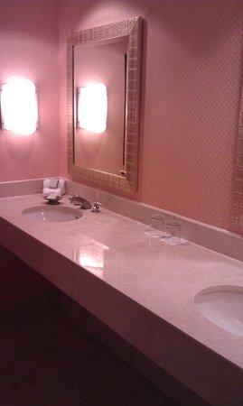 Renaissance Orlando at SeaWorld: Room Bathroom