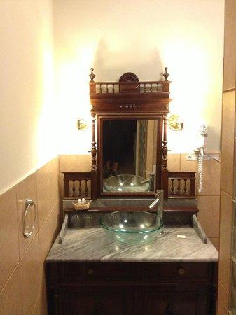 Hotel Majoro: Bathroom