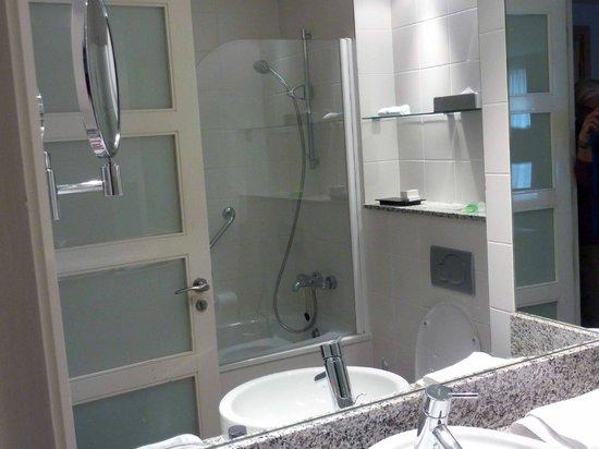Pembroke Hotel: baño