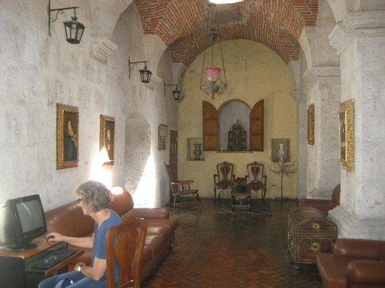 Conquistador: Lobby area
