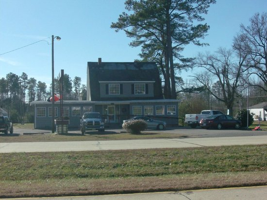 Patsy's: Front view from across the road.