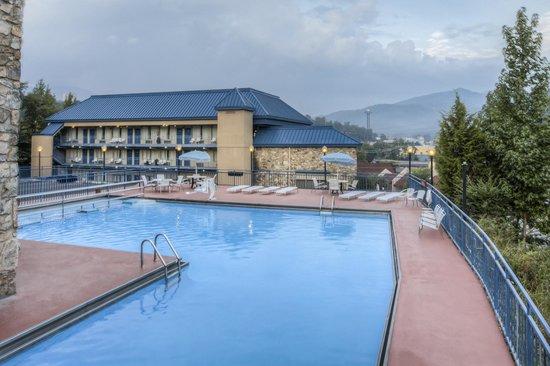 Parkview Inn: Largest Pool in Gatlinburg