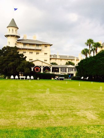 Jekyll Island Club Hotel: Crochet lawn and hotel decorated for Christmas