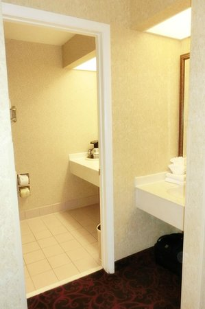 BEST WESTERN Coral Hills : Bathroom