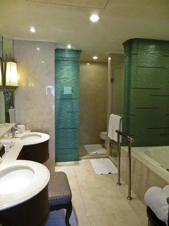 Dusit Thani Hua Hin: Bathroom