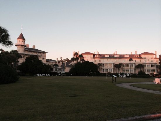 Jekyll Island Club Resort: Hotel at sunset