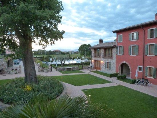 Residence Borgo Mondragon : Aussicht aus dem Wohn/Essensbereich