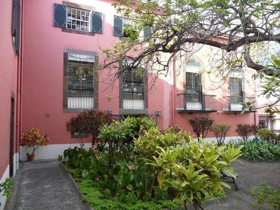Frederico de Freitas Museum : Garten im Innenhof