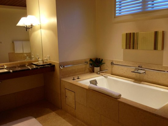 Rosewood Sand Hill: Bathroom