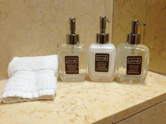 Rosewood Sand Hill : Shower accessories