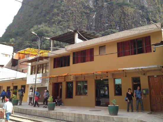 Hostal Presidente : Hotel from the street side