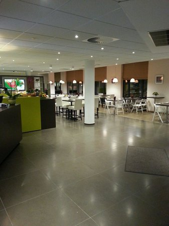 Ibis Styles Brussels Centre Stephanie : Lobby und Frühstücksraum