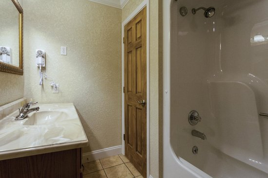 Reagan Resorts Inn: Bathroom