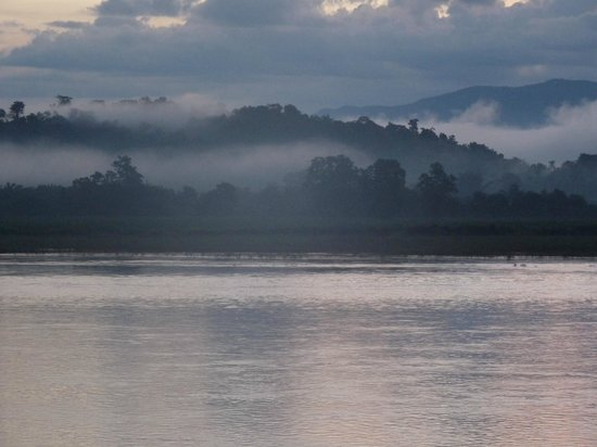 Siam Triangle Hotel : Mekong River sunrise, looking at Laos