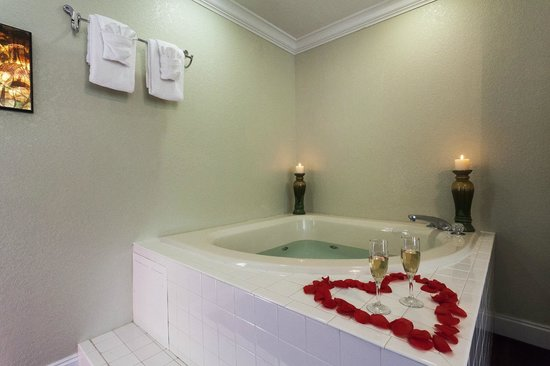 Reagan Resorts Inn : Jacuzzi Tub