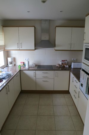 Vale d'Oliveiras Quinta Resort & Spa: One bedroom town house kitchen.