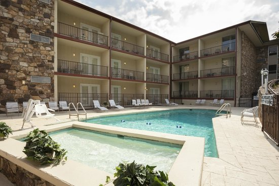 Reagan Resorts Inn: Poolsside rooms available