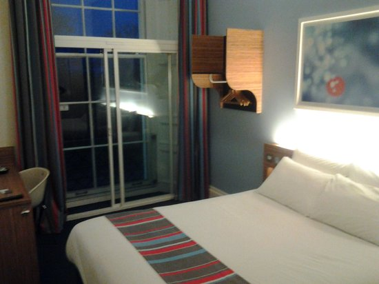 Travelodge Edinburgh Central Queen Street: warm and cosy