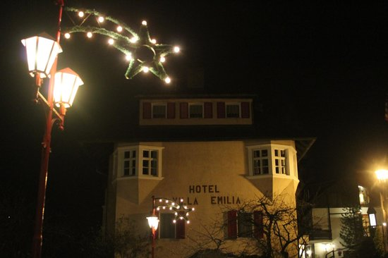 Hotel Villa Emilia: Villa Emilia by Night