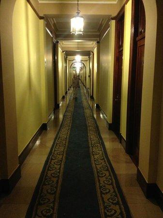 Gran Hotel Bolivar: Long corridors