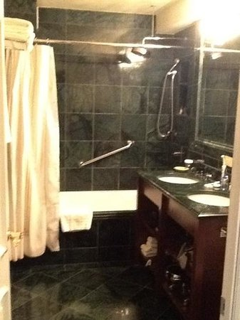 The Kimberly Hotel: great bathroom
