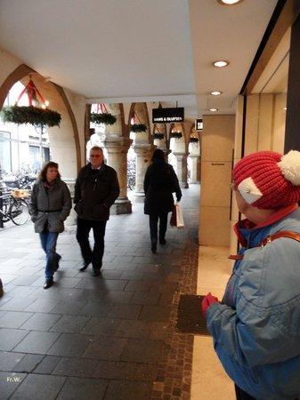 Prinzipalmarkt: Wandelen en winkelen onder de Arcade .