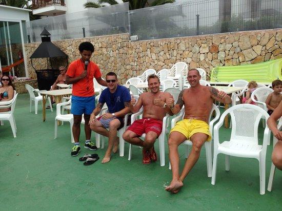 Apartamentos Cala d'Or Playa: Daily Pool Party Games