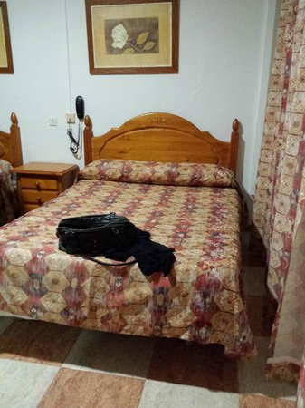 Hostal Sonia: Nice big double bed x 2