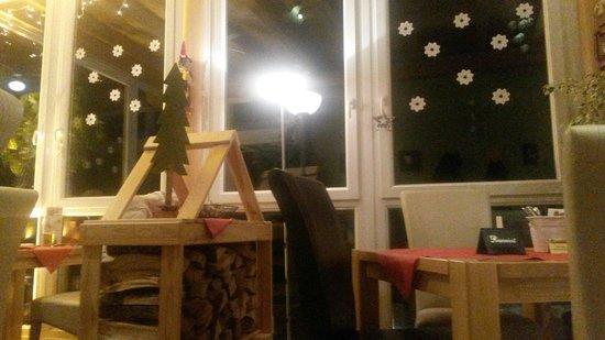 "Restaurant Landhaus-Stüberl: Stile moderno molto accogliente della sala ""giardino"""