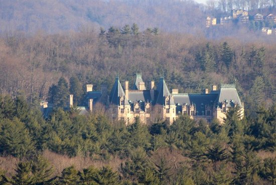 The Inn on Biltmore Estate : Telephoto lens view of Biltmore House from Room 642