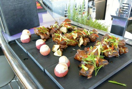 Bar Mayday - Red Bull Hangar-7: delicious ribs