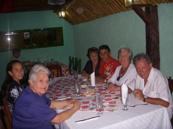 Hostel Dra. Mirta Carballo : Restaurante con la familia Carballo