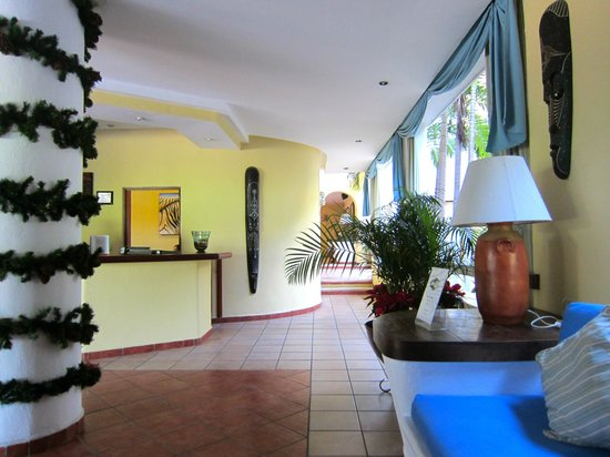 Hotel Riviera Caribe Maya: The reception area during the Christmas time