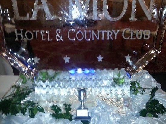 La Mon Hotel & Country Club: Carvery Decor