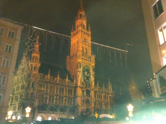 Cafe Glockenspiel: View from the street level