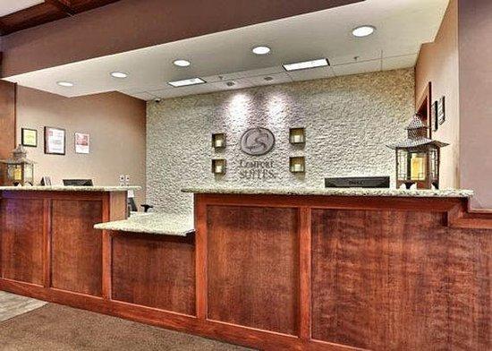 Comfort Suites Grand Rapids North: Front Desk