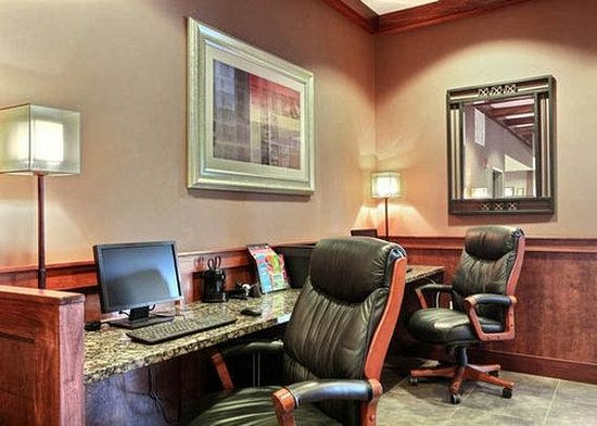 Comfort Suites Grand Rapids North: Business Center