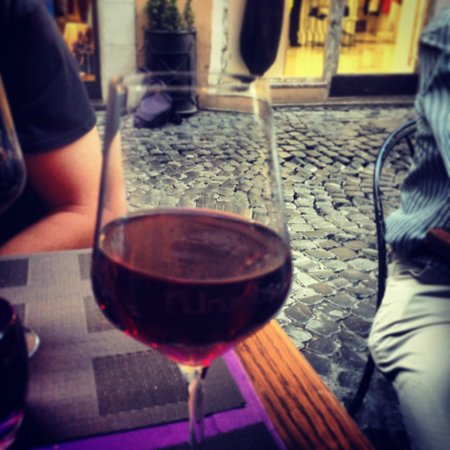 Numbs Piazza Di Spagna : Enjoying a tasty Italian red wine while people watching.
